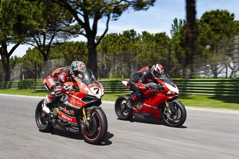 2015 Ducati 1199 Panigale R web 12