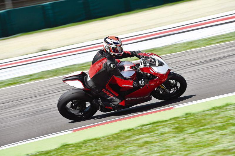 2015 Ducati 1199 Panigale R web 13