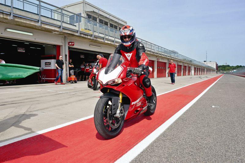 2015 Ducati 1199 Panigale R web 16