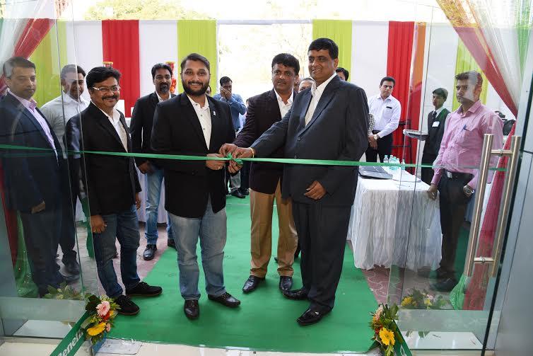 (R-L) Krishna Malge, VP Sales & Dealer Development, DSK Motowheels, Shirish Kulkarni, Chairman, DSK Motowheels & Dealer Principal