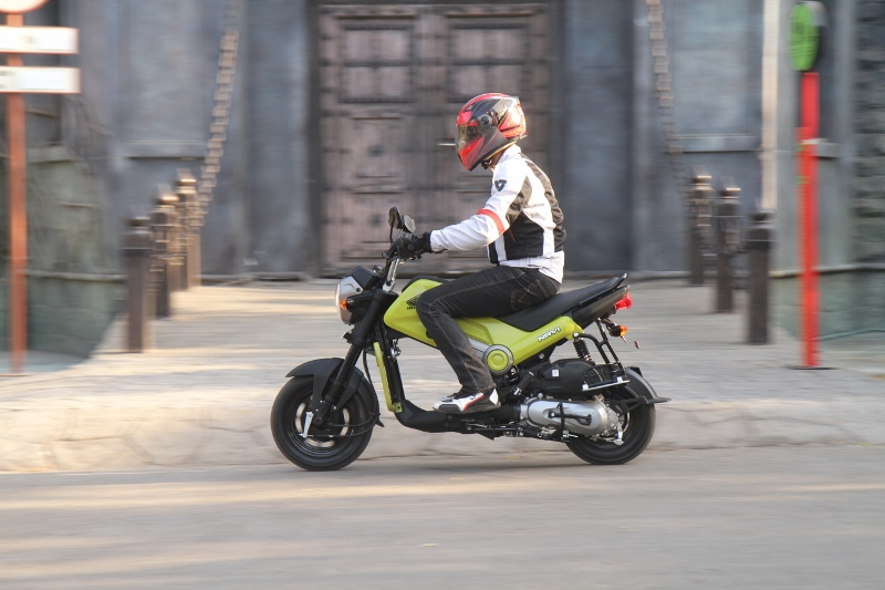 First Ride Review Honda Navi Crazy Little Thing Called Love (6)