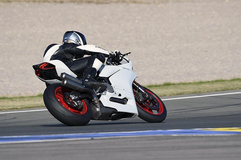 Ducati_Panigale_959_P2_S2