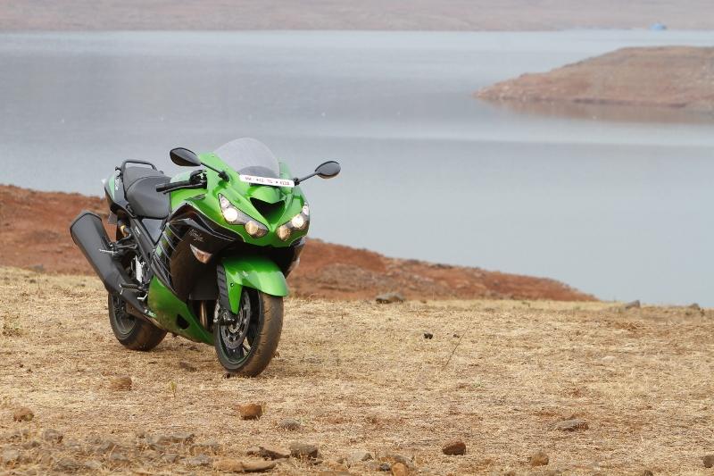 First Ride Review_Kawasaki Ninja ZX-14R_Larger than Life (14)
