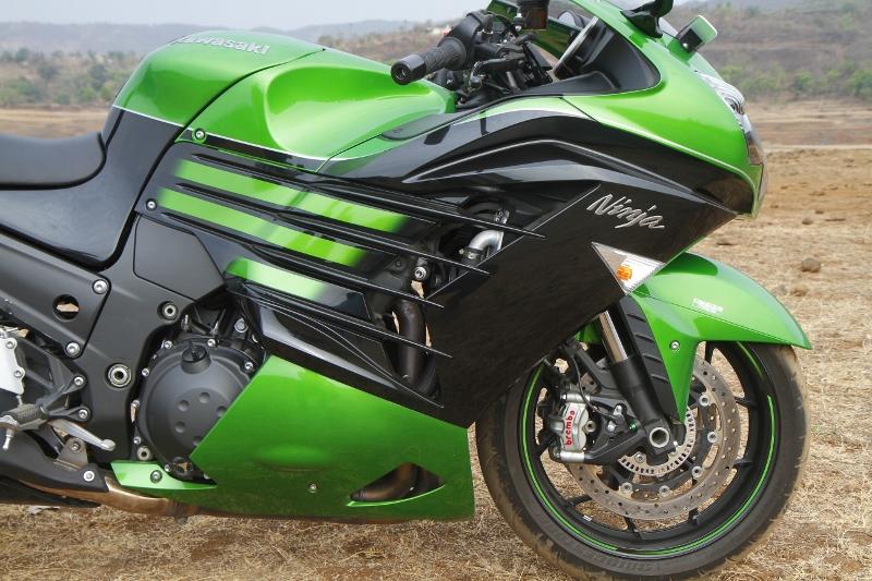 First Ride Review_Kawasaki Ninja ZX-14R_Larger than Life (20)