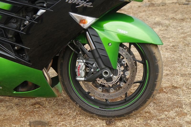 First Ride Review_Kawasaki Ninja ZX-14R_Larger than Life (22)