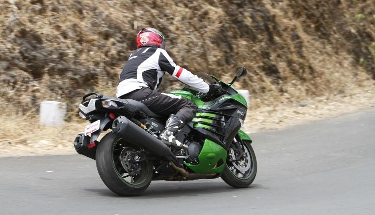 First Ride Review_Kawasaki Ninja ZX-14R_Larger than Life (31)
