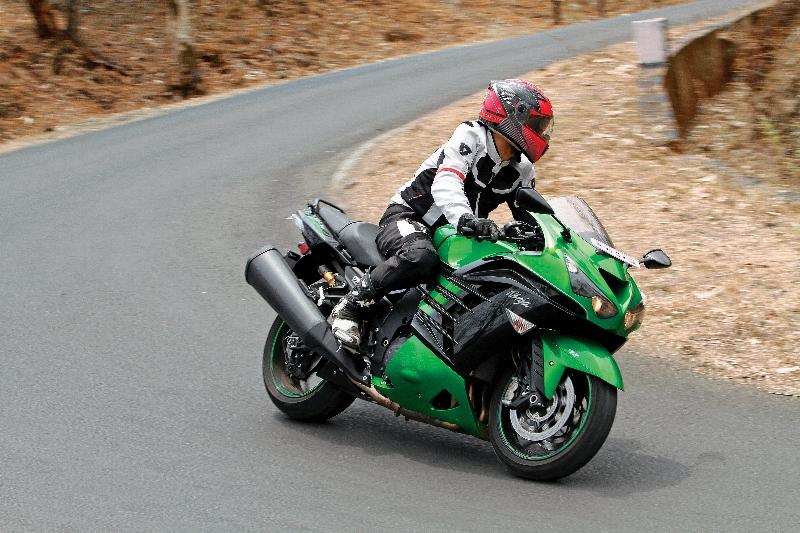 First Ride Review_Kawasaki Ninja ZX-14R_Larger than Life (33)