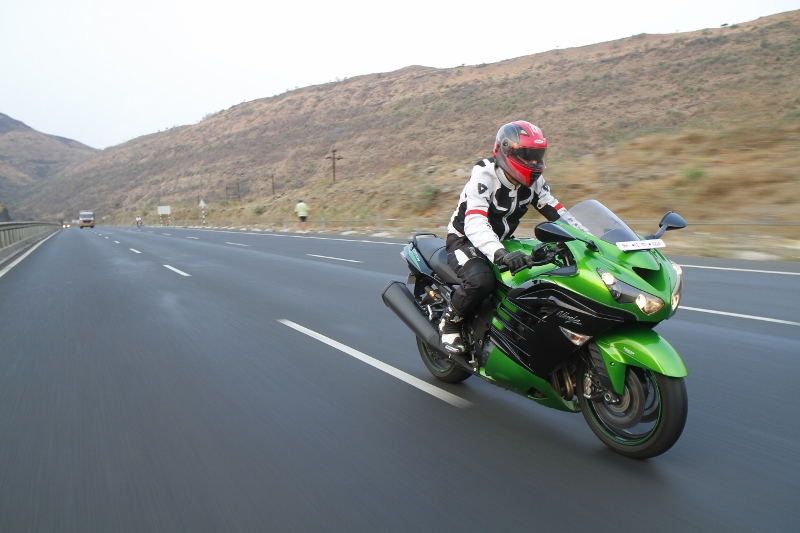 First Ride Review_Kawasaki Ninja ZX-14R_Larger than Life (6)