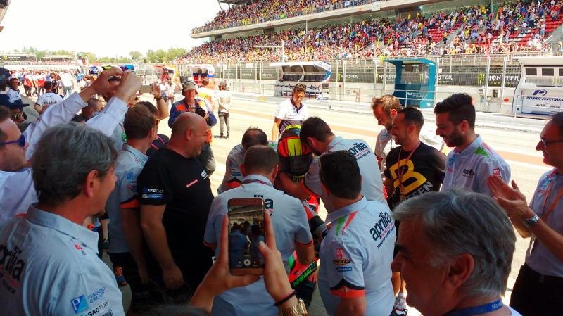 From Inside the Aprilia MotoGP Pit On the Racing Line (25)