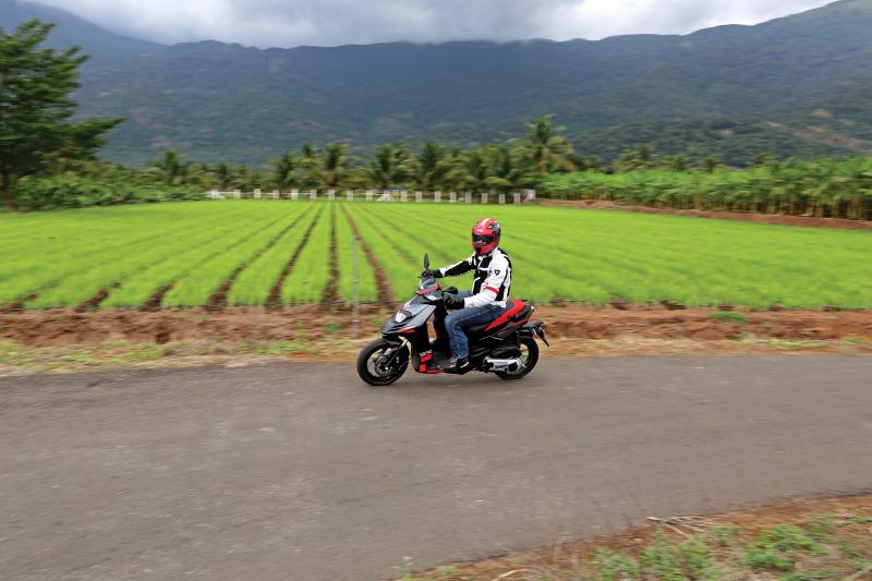first-ride-aprilia-sr-150-italian-icon-at-indian-price-13