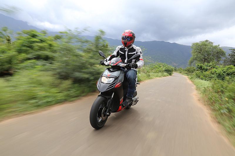 first-ride-aprilia-sr-150-italian-icon-at-indian-price-18
