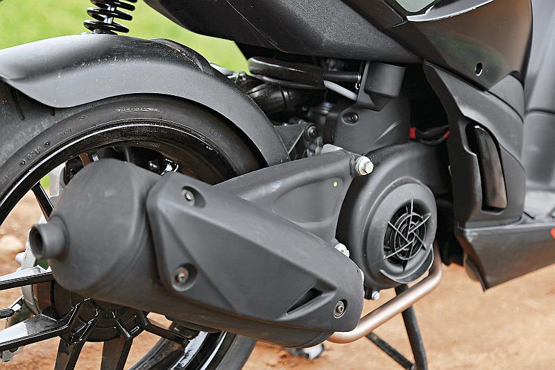 first-ride-aprilia-sr-150-italian-icon-at-indian-price-4