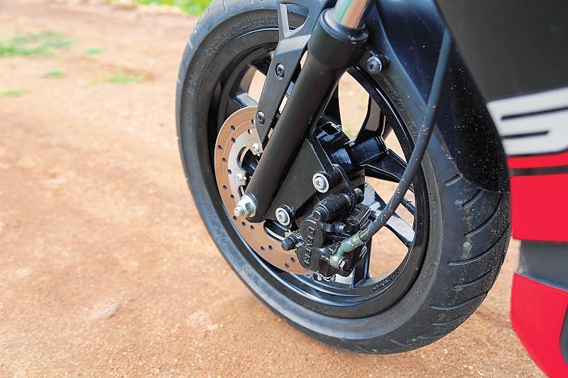 first-ride-aprilia-sr-150-italian-icon-at-indian-price-6