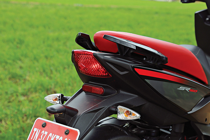 first-ride-aprilia-sr-150-italian-icon-at-indian-price-7