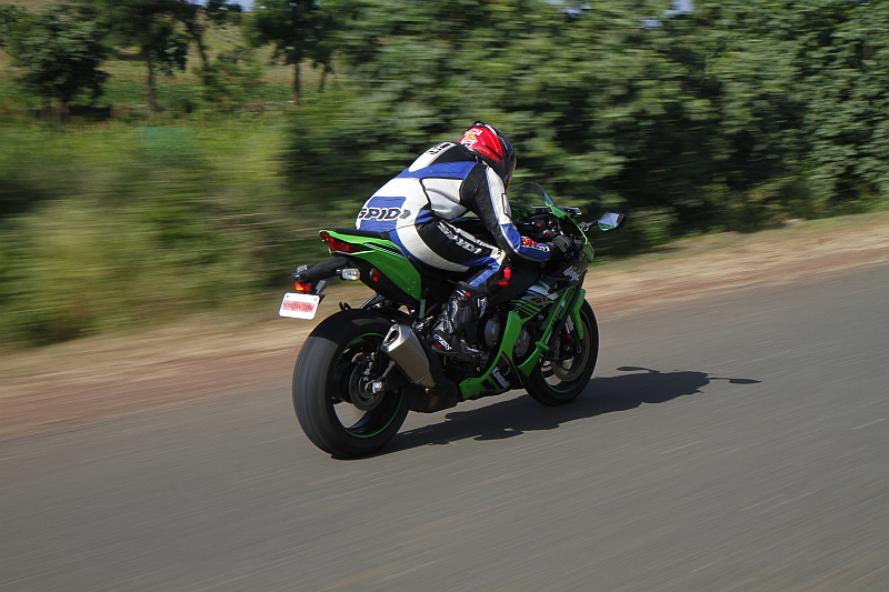 first-ride-kawasaki-ninja-zx-10r-race-bike-for-the-road-15