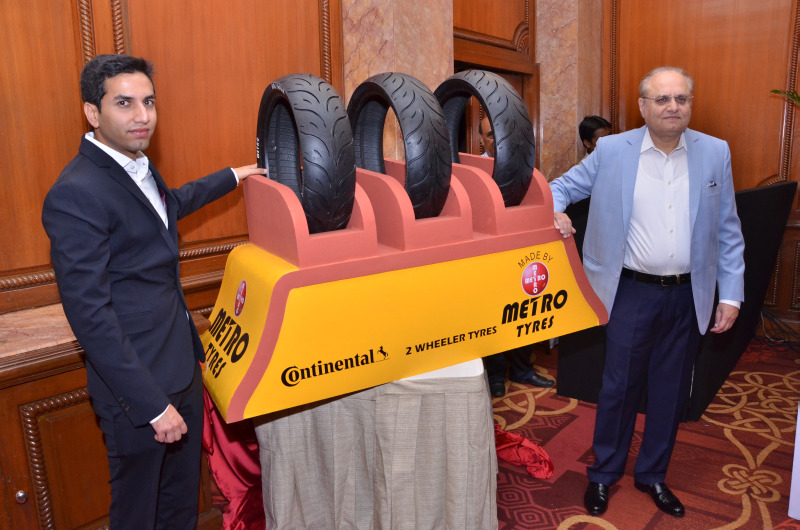 mr-sumrit-chhabra-executive-director-metro-tyres-and-mr-rummy-chhabra-md-metro-tyres-unveiling-the-metro-radial-motorcyle-tyre