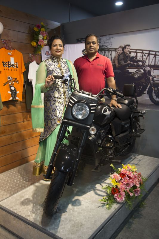 l-r-ms-madhuri-mudhol-proprietor-bengaluru-um_-mr-rajeev-mishra-director-uml-web