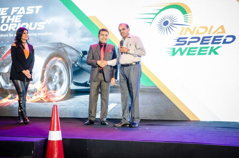 mr-amit-modi-felicitating-mr-sanjay-jain-reder-regional-executive-director-eastern-region-airport-authorities-of-india-web