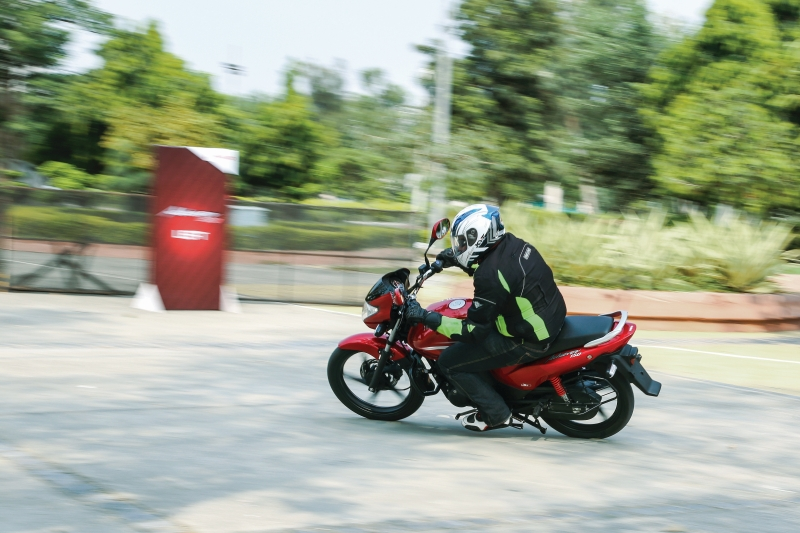 2016-hero-achiever-150-first-ride-review-web-1