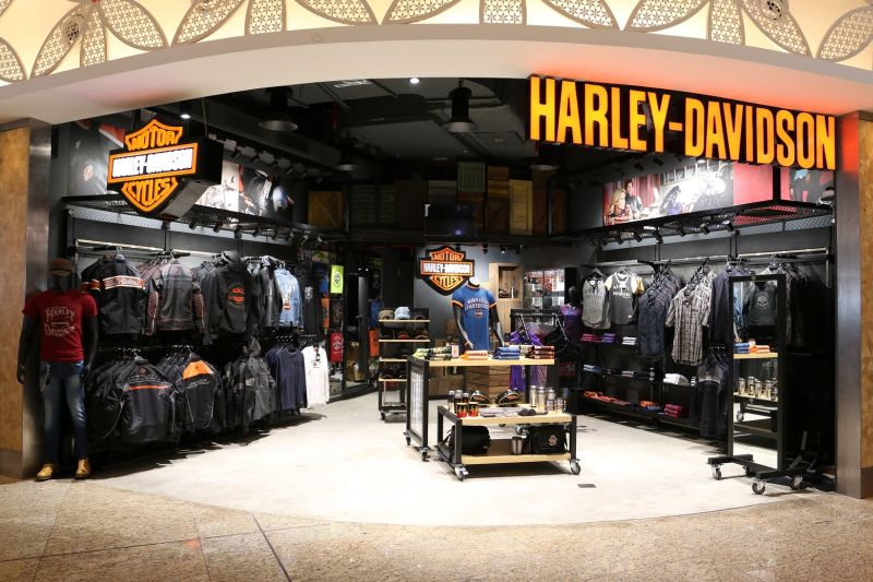 harley-davidson-launches-maiden-merchandise-showroom-at-mumbai-airport-web