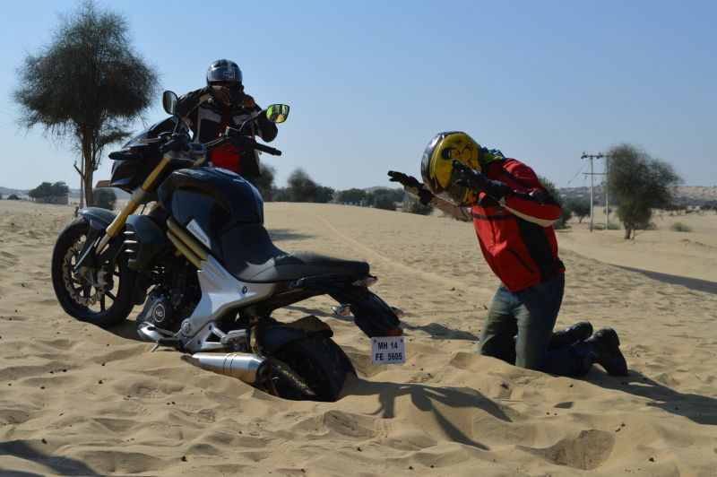Mahindra Mojo Conquers the First 'Desert Trail' from Rajasthan to Gujarat Web 1