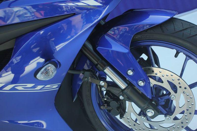 Valentino Rossi unveils 2017 Yamaha R15 V3 Web 4