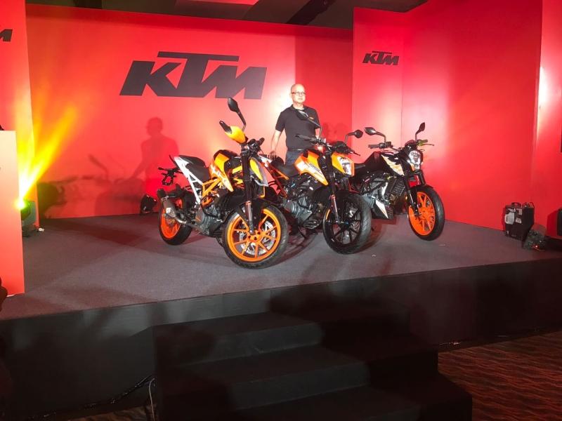 2017 KTM Duke Range launch hero web