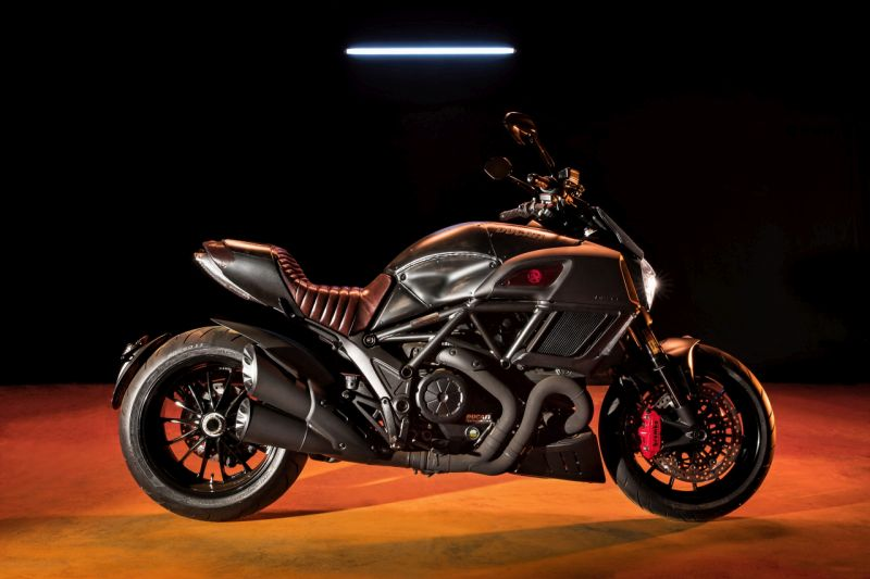 Ducati Diavel Diesel black red limited edition