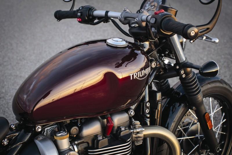 Triumph Bonneville Bobber web2