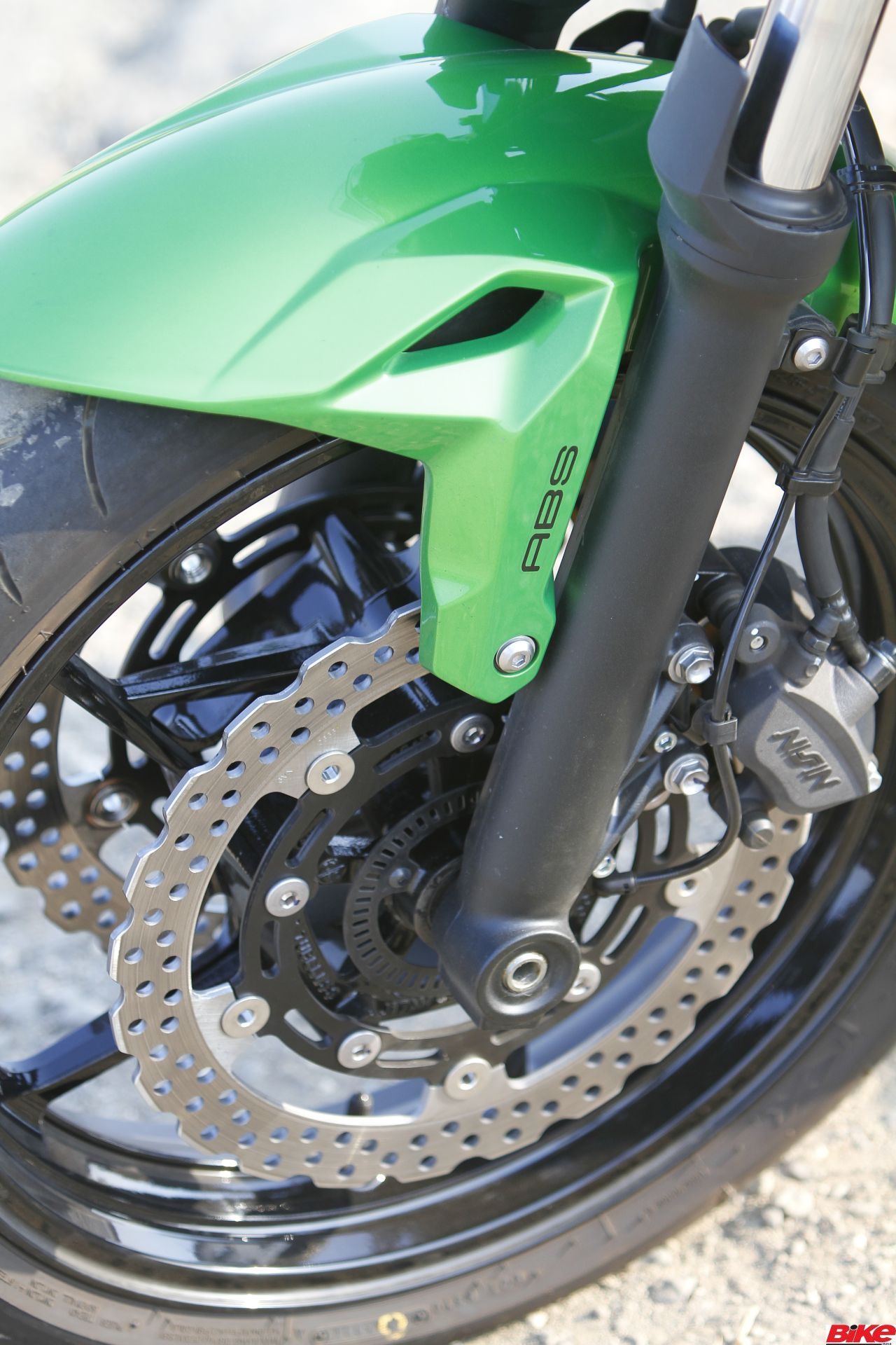 new, bike, india, kawasaki, z650, naked, street-fighter, green, first, ride, review, news