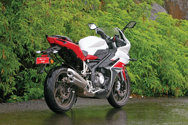 DSK-Benelli-302-R-sports-motorcycle-first-ride-review-Bike-India-M4