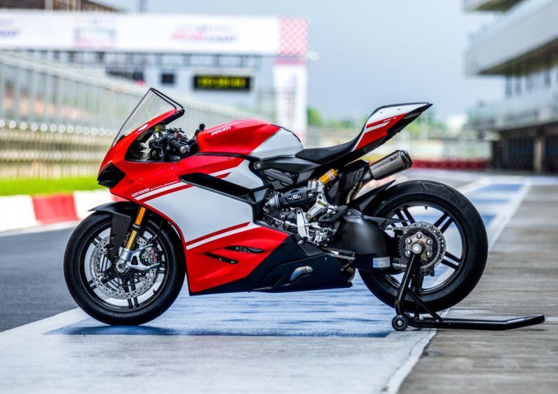 Ducati 1299 WEB 1
