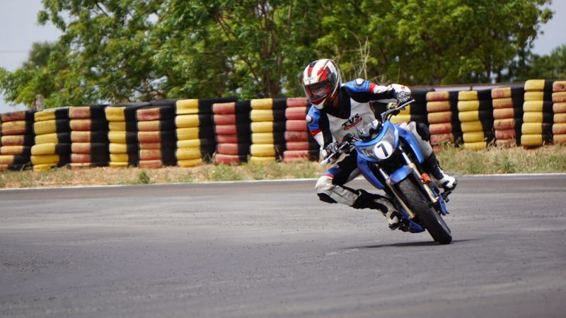 new, bike, india, tvs, apache, rtr, 2004v, racing, school, racetrack, mmrt, kari motor speedway, chennai, coimbatore, race, training, news, feature, latest