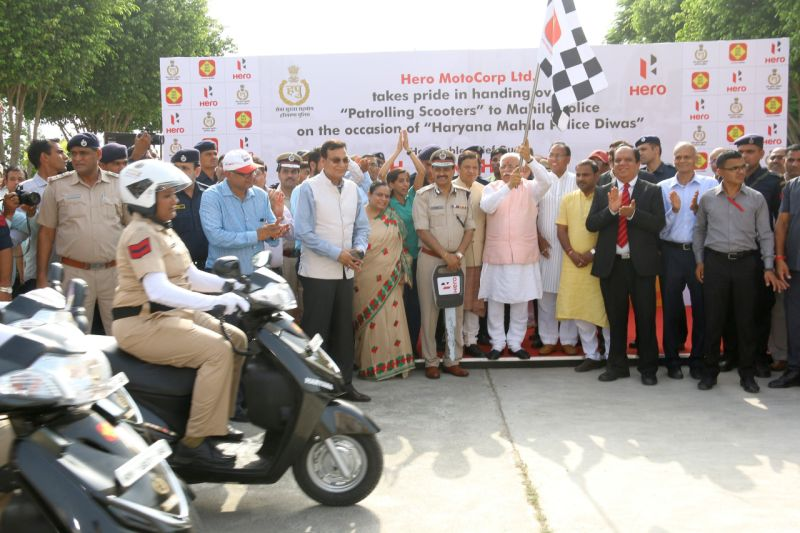 Hero Duet given to Haryana Police on Mahila Police Diwas-M1