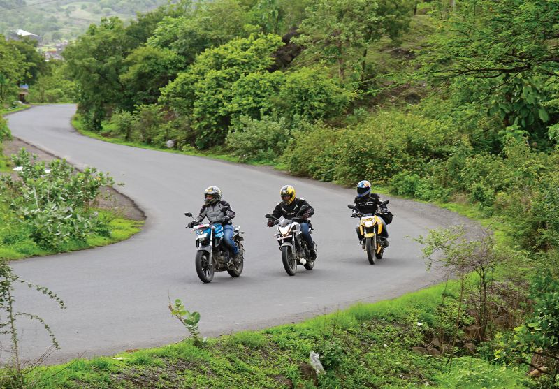 Yamaha-FZ-25-250-Bajaj-Pulsar-200-TVS-RTR-Apache-200-Compare-test-Bike-India-M3
