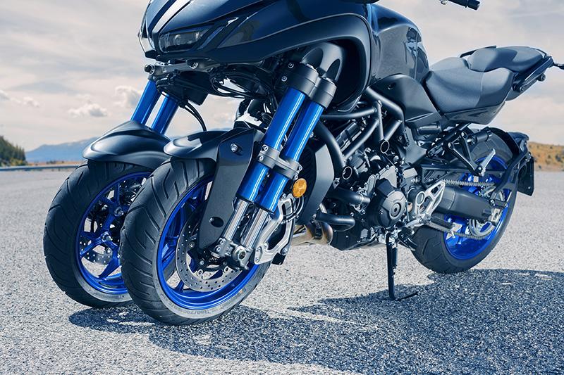Yamaha_Niken_Tokyo_Motor_Show_1_WEB