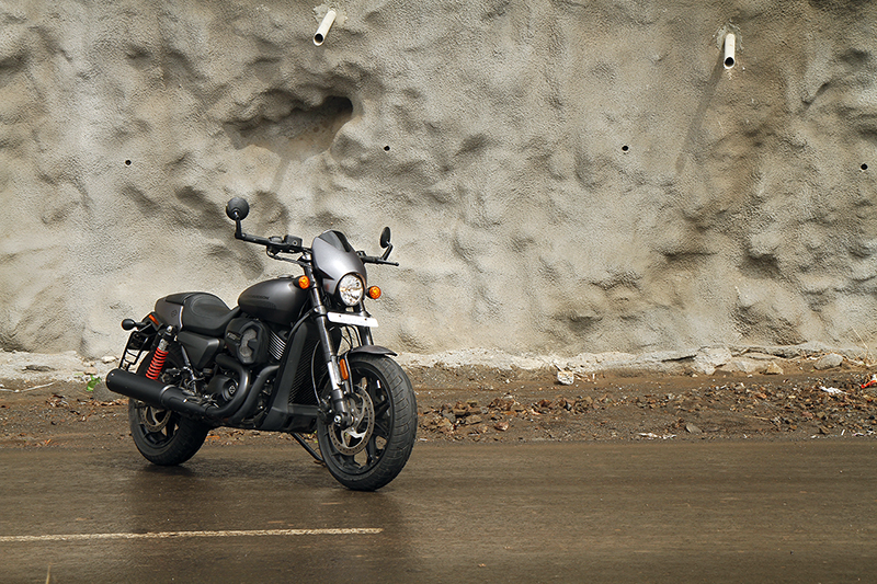 Harley-Davidson_Street_Rod_3_WEB