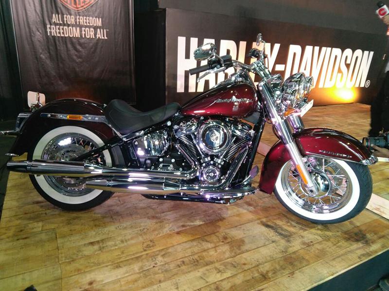 Harley-Davidson Softail Deluxe_WEB