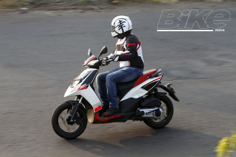 2018 Indian scooter compare price and specs - Aprilia SR 125