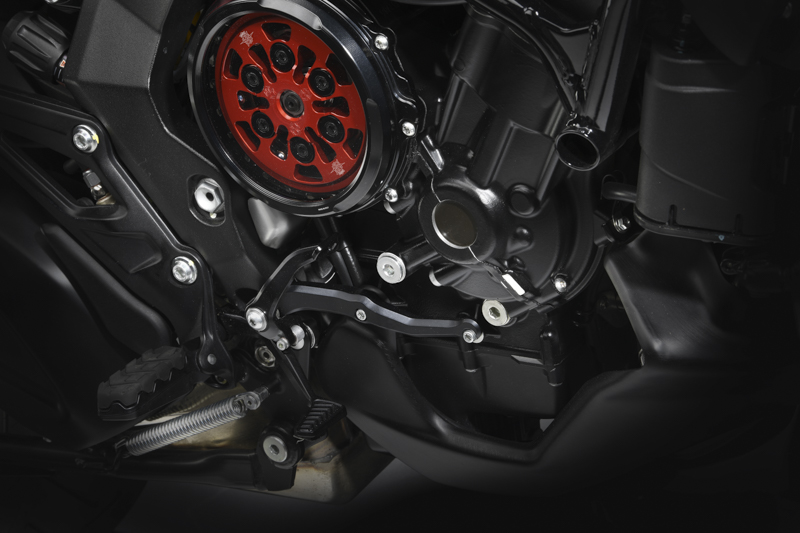 We take a closer look at the SCS in the MV Agusta Turismo Veloce 800 Lusso SCS.
