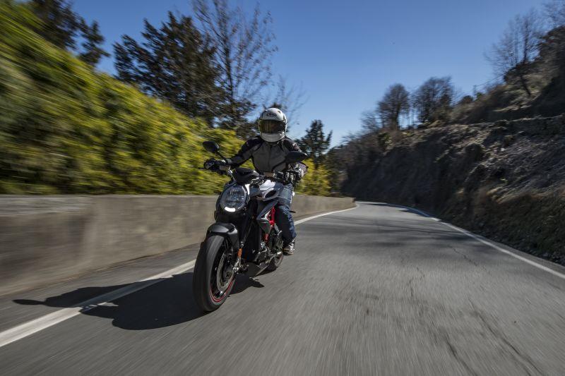 MV Agusta 800 RR ride review
