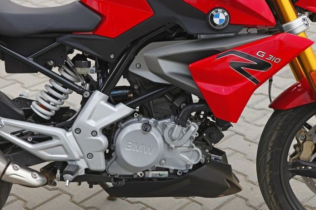 The new BMW G 310 R comes with a 313 cc single cylinder engine