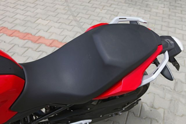 BMW G 310 R comfortable seating
