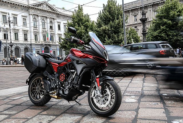 MV Agusta Turismo Veloce Lusso SCS First Ride Review - Fast Enough To Be Fun