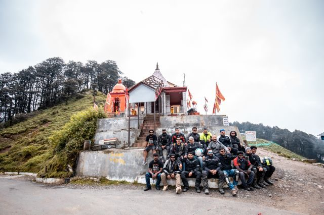 Royal Enfield Unroad Himachal - Group photograph at Jalori Pass