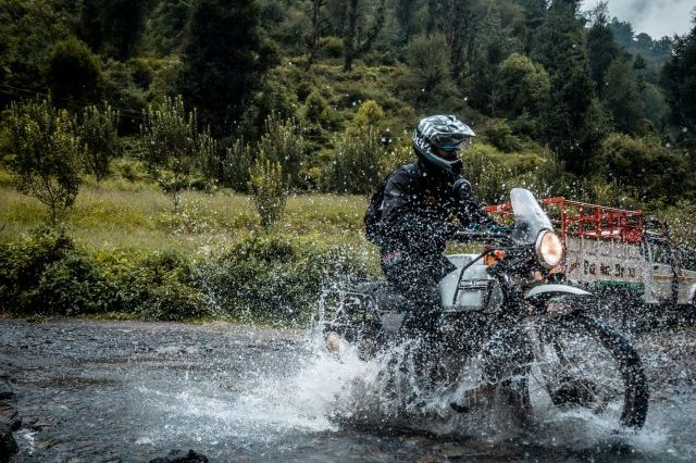 Royal Enfield Unroad Himachal - Water crossing done right in Himachal Pradesh