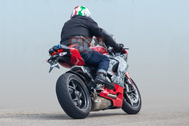 ducati panigale 959 spied