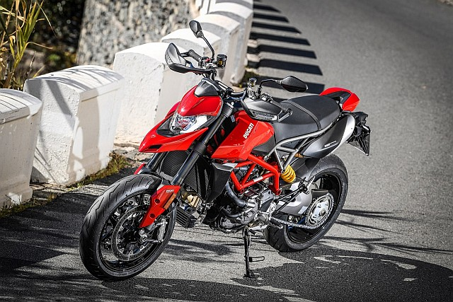 Hypermotard_950_Static 14_UC70275_Preview WEB