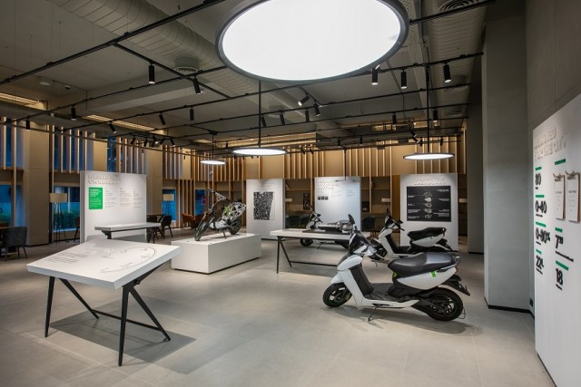 electric scooter maker inaugurate Ather Space in Chennai