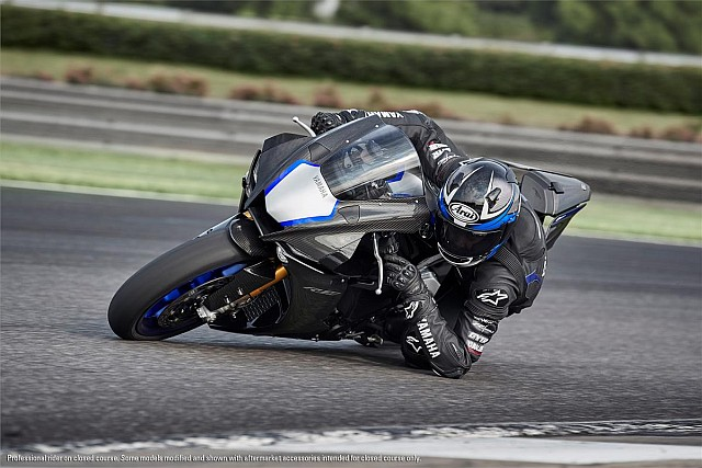 YZF-R1M action